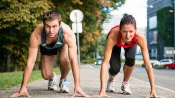 Mladý pár se chystá na běh