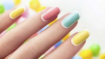Ukázka barevných upravených nehtů