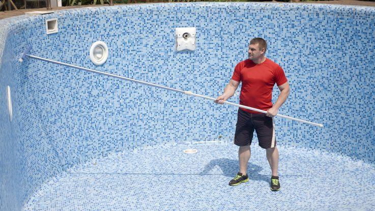 jak vyčistit bazén po zimě