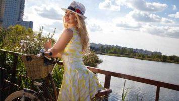 Letní šaty - pastelové barvy - ilustrační foto