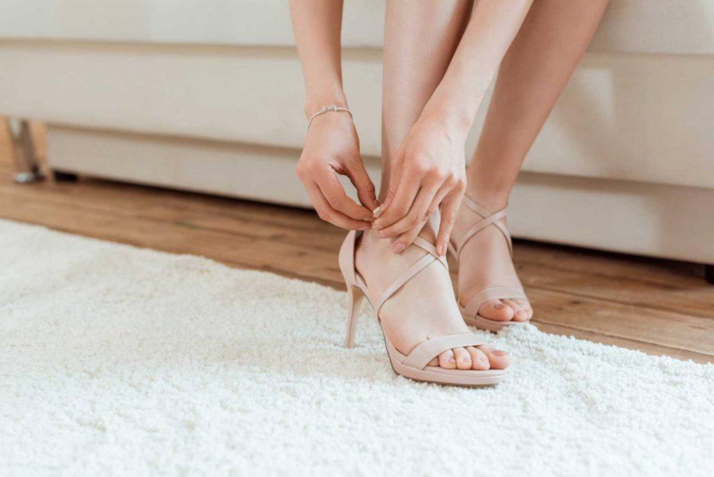 Letní páskové boty na podpatku