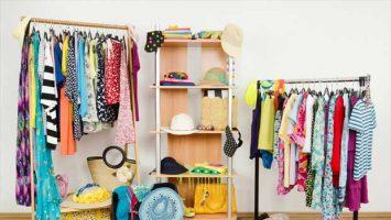 Šatní skříň plná letních věcí